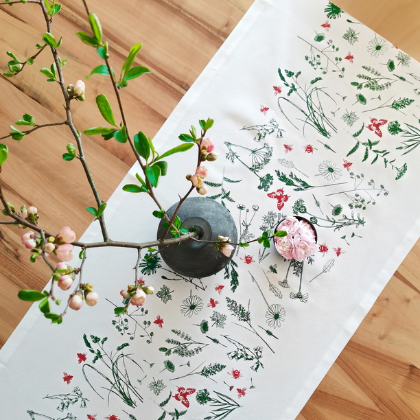 GREEN MEADOW TABLE RUNNER