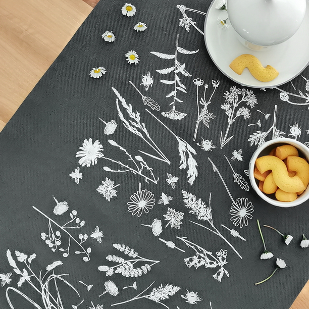 WHITE MEADOW TABLE RUNNER