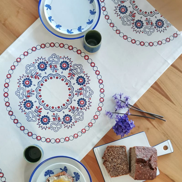 FESTIVE TABLE RUNNER BLUE