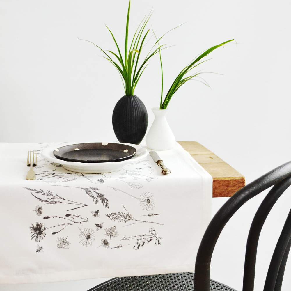 MEADOW TABLE RUNNER GRAY